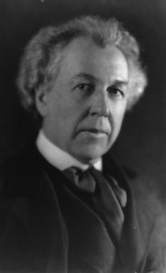 Frank Lloyd Wright (1867 - 1959) - Still America's most renowned architect, Frank Lloyd Wright began as a draftsman and construction supervisor by leveraging family contacts.