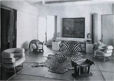 Gray's Bibendum chairs appear on the left and right of the photo.